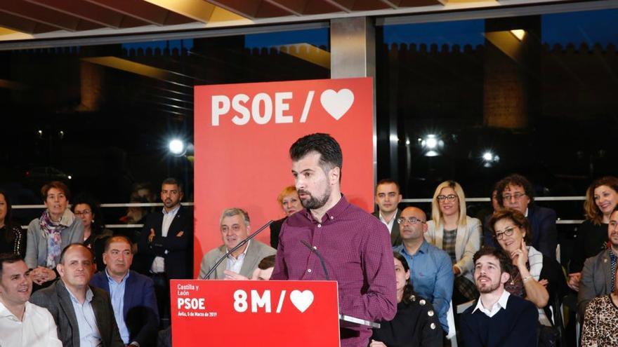 Luis Tudanca, candidato del PSOE a la Presidencia de la Junta de Castilla y León en un mitín en Ávila. Foto: PSOECyL