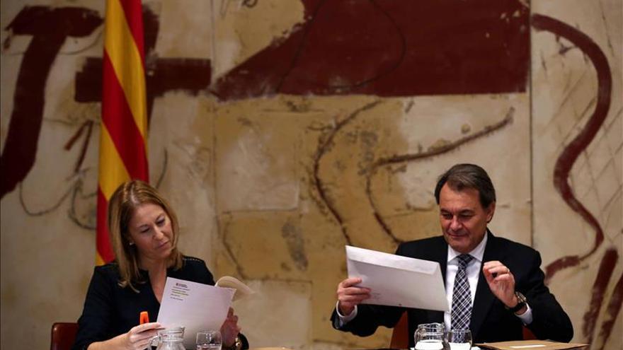 """El Govern ve """"muy remoto"""" el referéndum y apuesta por seguir su propio camino"""