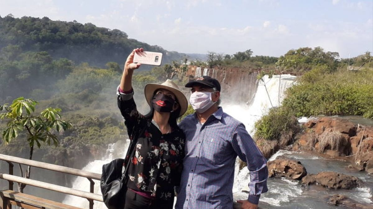 Turistas en las Cataratas del Iguazú