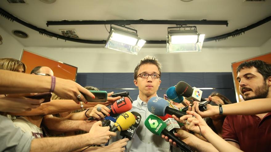 """Errejón insta a Rivera a leer la Constitución y le afea que """"intente utilizar al Rey como mensajero"""" entre partidos"""