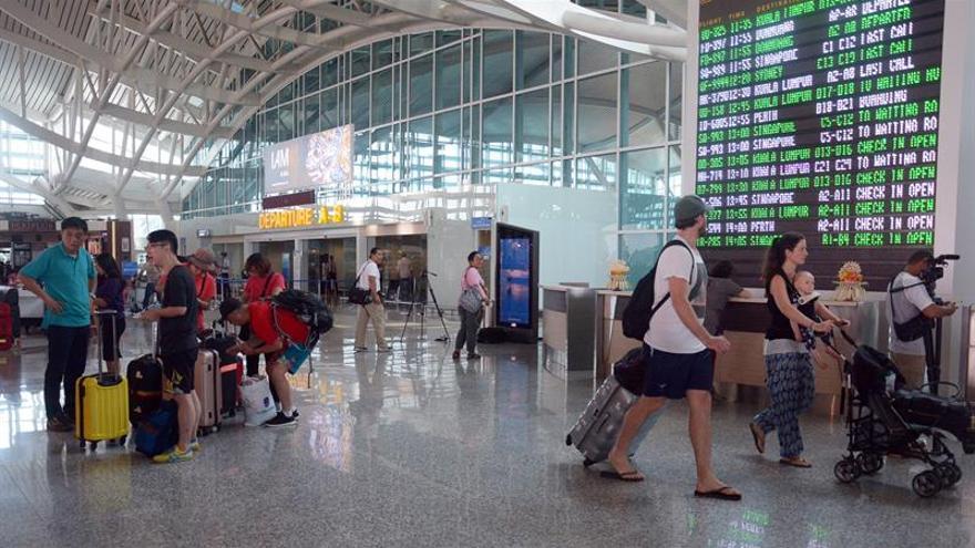 AirAsia cancela 32 vuelos a Bali y Lombok por la erupción del volcán Agung