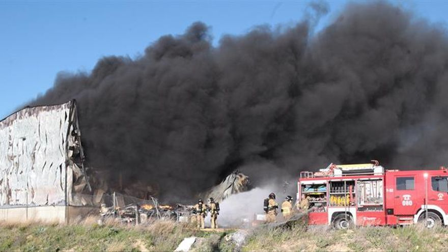Declarado un incendio en una empresa de logística en un polígono cerca de Zaragoza