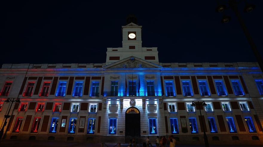 La Comunidad de Madrid ilumina su sede con los colores de la bandera cubana