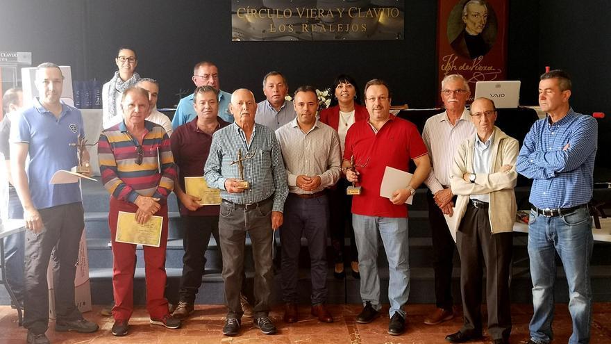 Foto de familia tras la entrega de premios de los concursos de 2019, por las Fiestas de Mayo de Los Realejos (norte de Tenerife)