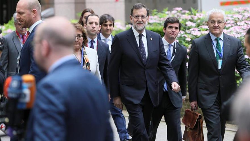 """Rajoy pide calma ante el """"brexit"""" y rechaza una negociación  entre UE-Escocia"""