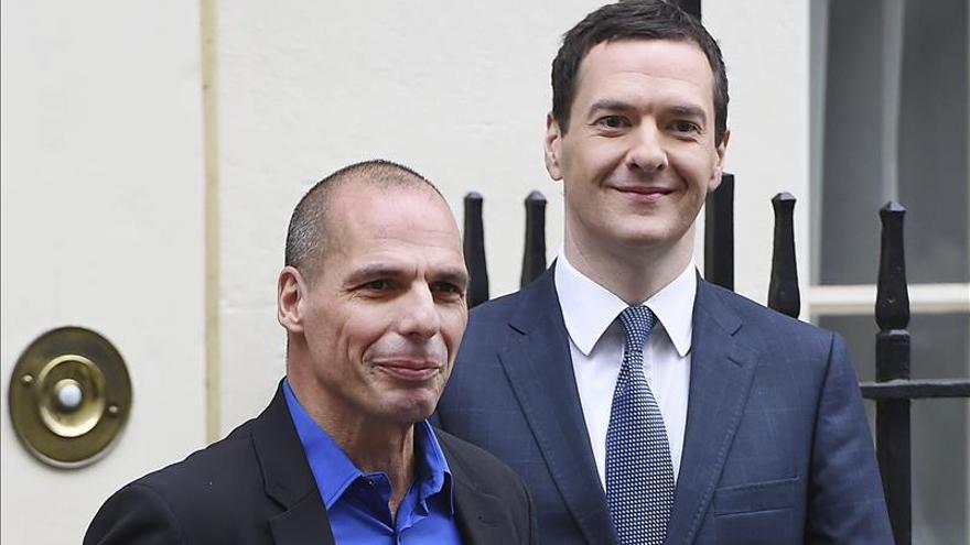 El ministro británico de Economía, George Osborne, y el nuevo titular de Finanzas de Grecia, Yanis Varoufakis / EFE