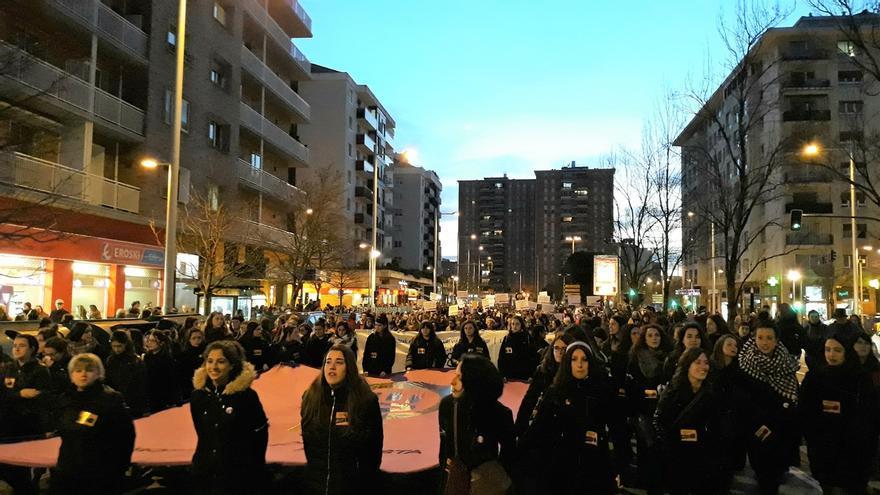 Una multitudinaria manifestación reivindica en Pamplona la lucha feminista