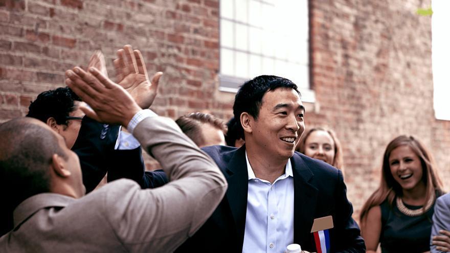 Andrew Yang quiere implantar una renta básica universal en Estados Unidos