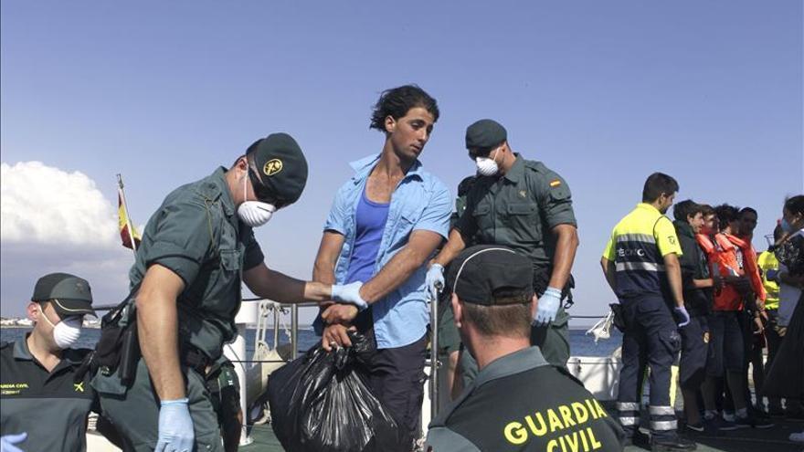 Detenidos trece inmigrantes llegados en barca al sur de Mallorca
