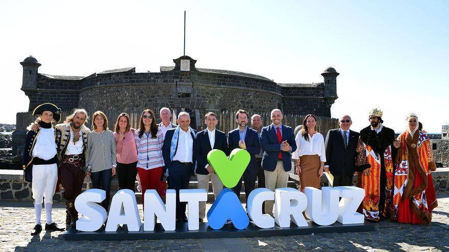 Presentación de 'Plenilunio', este martes, con el alcalde de la ciudad y el presidente del Cabildo
