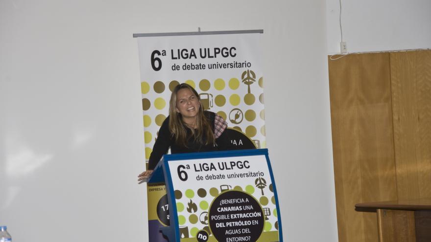 La diputada autonómica de Podemos Noemí Santa durante la Liga de Debates de La ULPGC