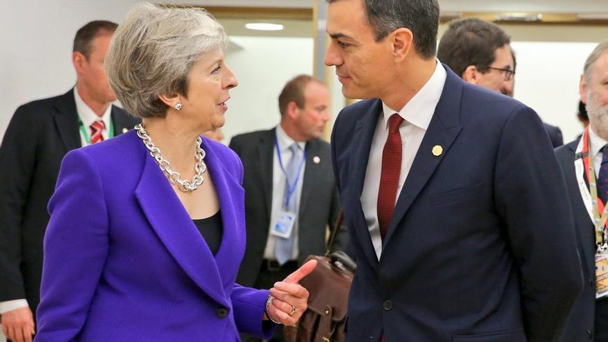 Theresa May y Pedro Sánchez.