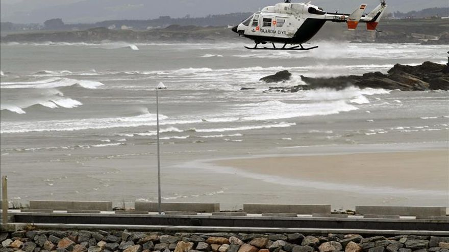Desaparecen 2 marineros y 4 están a salvo al hundirse un pesquero de Celeiro (Lugo)