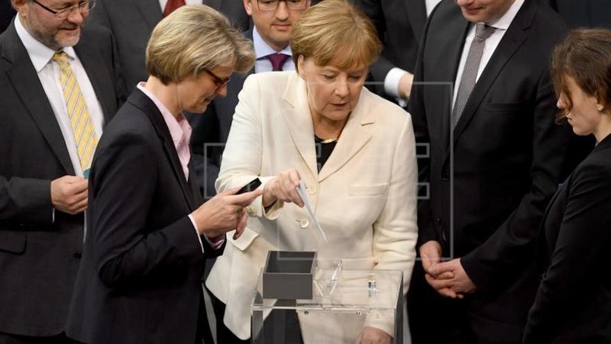 Merkel jura como canciller para una cuarta legislatura