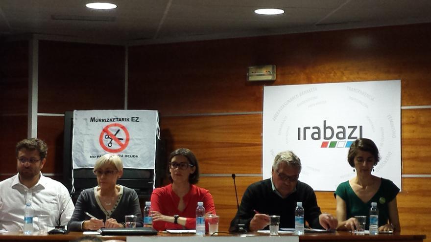 Representantes de Irabazi Gipuzkoa, junto a los miembros de los partidos Syriza y Die Linke.