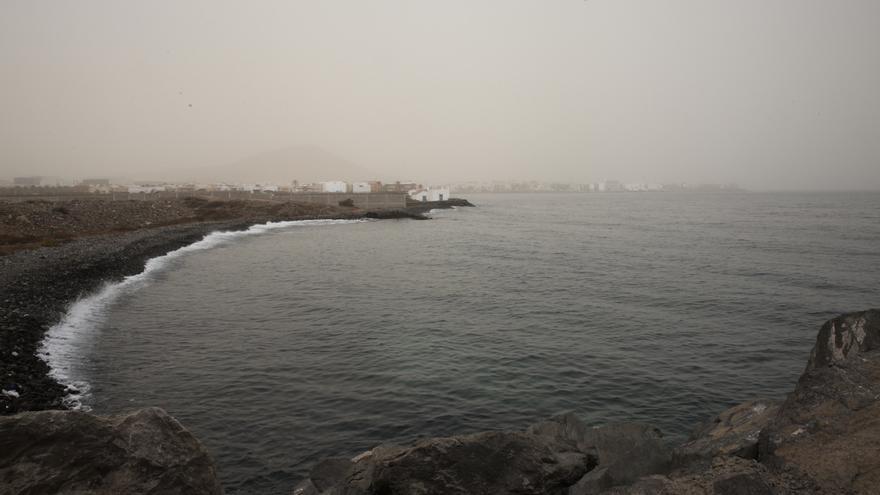 Costa del sureste de Gran Canaria, donde se aprecia la presencia de calima.