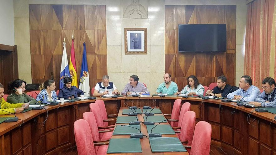 Reunión del consejero de Agricultura, Ganadería y Pesca del Cabildo de La Palma, José Adrián Hernández,  este jueves,  con alcaldes y concejales con responsabilidad en el sector primario de los ayuntamientos palmeros.