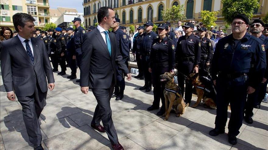 Interior impone la máxima distinción policial a la Virgen del Amor de Málaga
