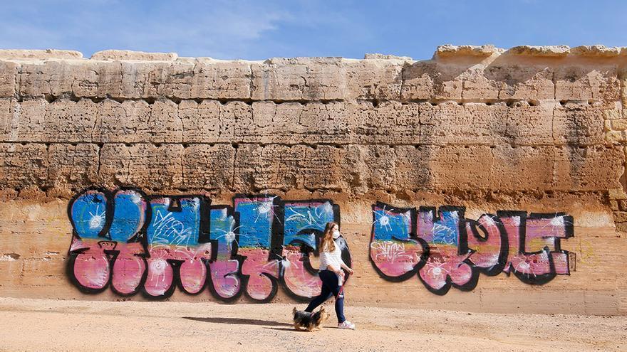 Pintadas hechas en la muralla de Ronda del Marrubial   MADERO CUBERO