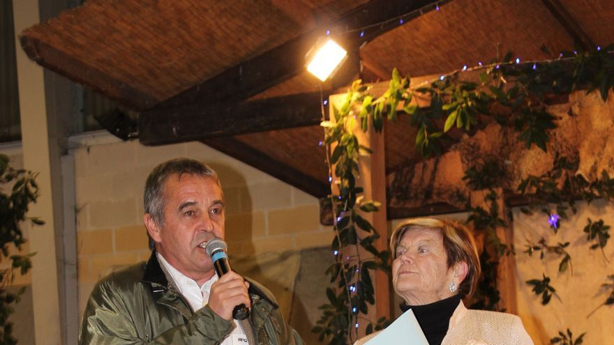 María del Carmen Anievas junto al exalcalde de Santa Cruz de Bezana y compañero en el PP, Juan Carlos García.