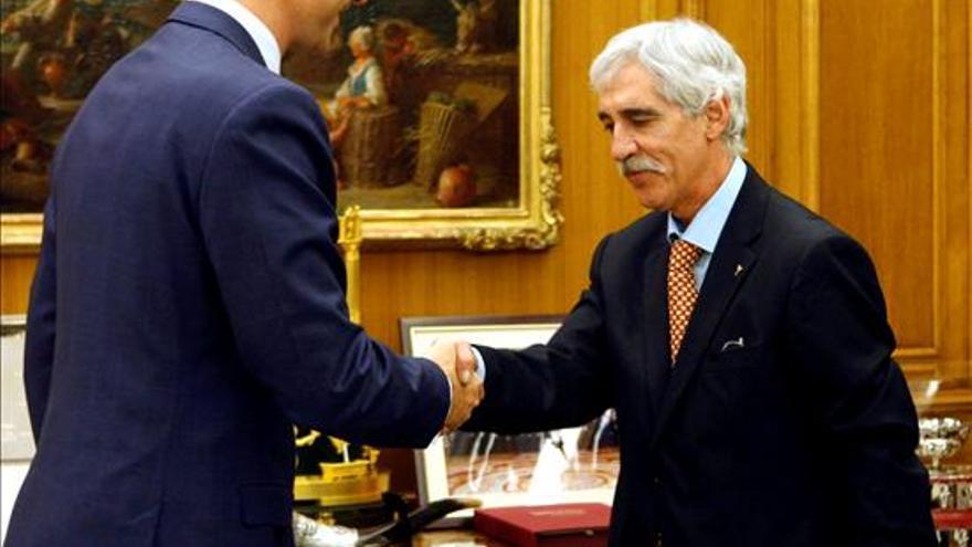 José Antonio Corrales, presidente de YMCA, saludando al por entonces Príncipe de Asturias, Felipe de Borbón. Foto: Casa Real