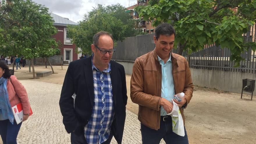 Pedro Sánchez a la salido de su primera rueda de prensa en meses