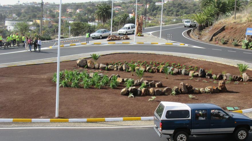En la imagen, rotonda del cruce de El Molino con la escultura al fondo. Foto: LUZ RODRÍGUEZ