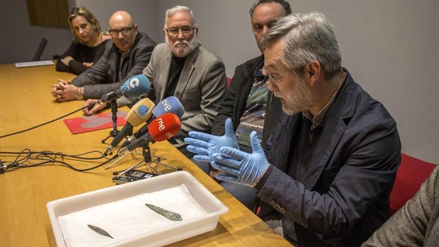 Descubren los primeros puñales de 'espigo' en Cantabria, de hace 4.000 años