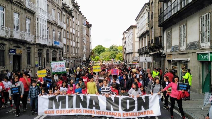 Manifestación contra el proyecto minero de Touro