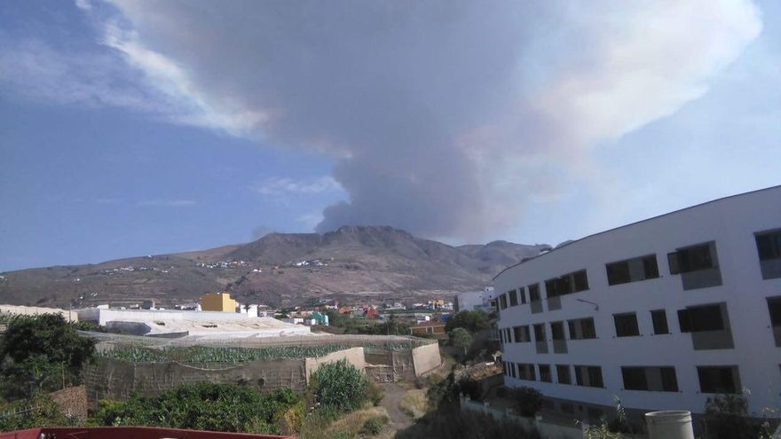 El incendio en Valleseco visto desde Gáldar.