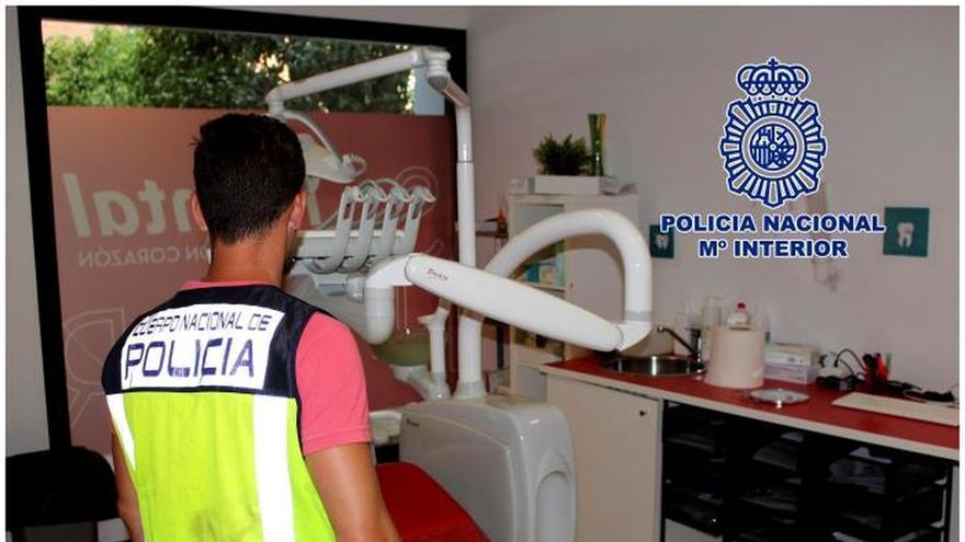 La Policía entra en 19 clínicas de iDental en busca de historiales y pruebas