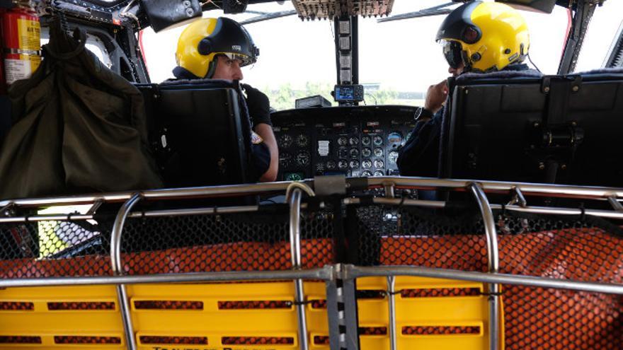 Equipo humano del helicóptero del Grupo de Emergencias y Salvamento (GES).