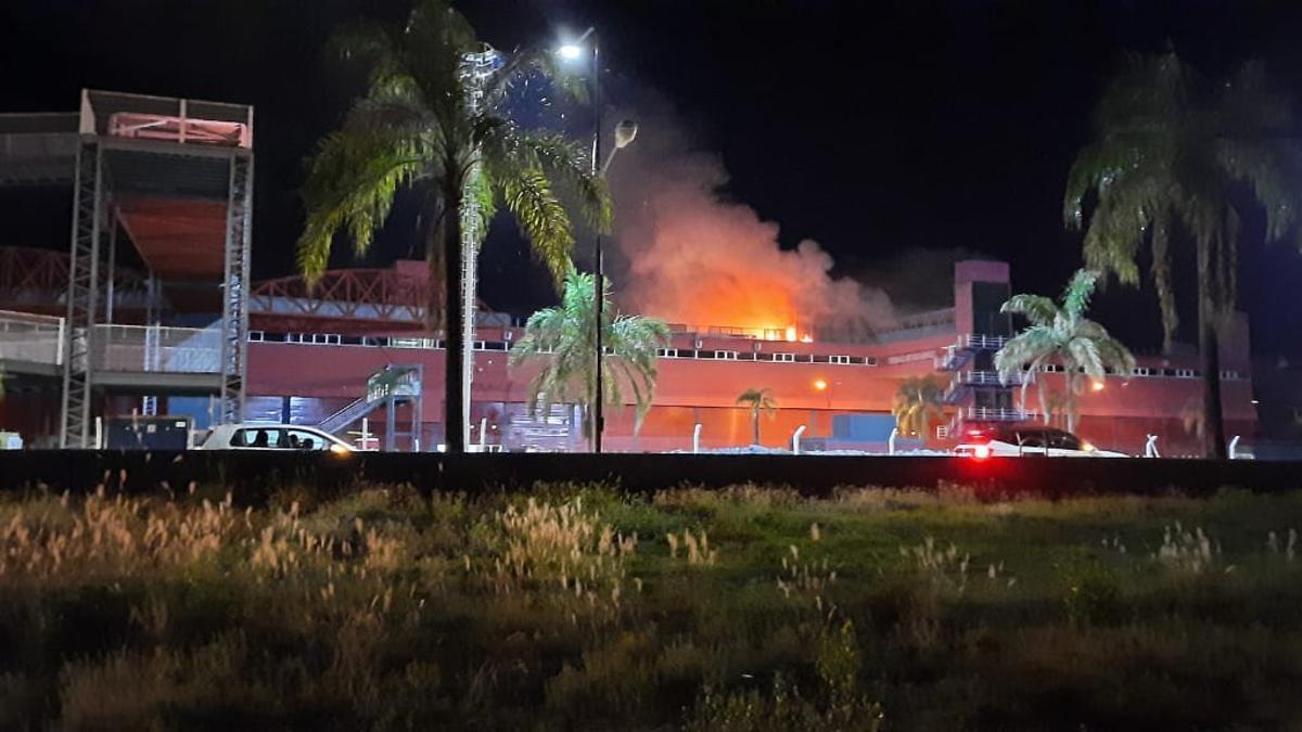 Incendio en el autódromo de Las Termas de Río Hondo.