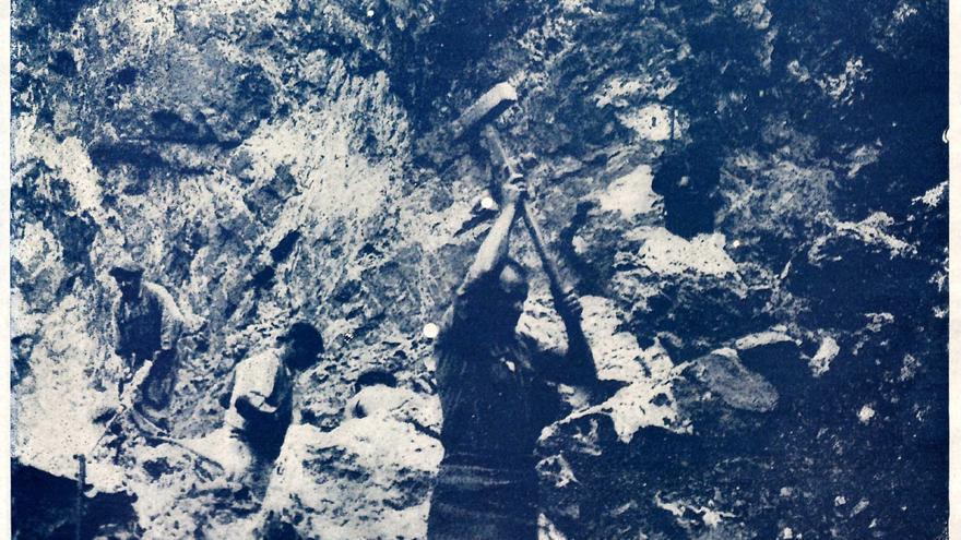 Un grupo de prisioneros realiza trabajos forzados durante la Guerra Civil. | REVISTA NUEVA ESPAÑA