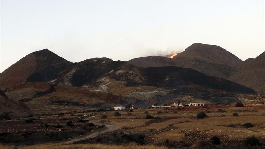 Infoca controla el incendio forestal en el paraje del parque natural de Cabo de Gata