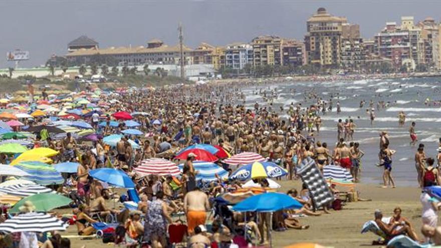 Saturación de vehículos o restricciones de agua: la otra cara del turismo