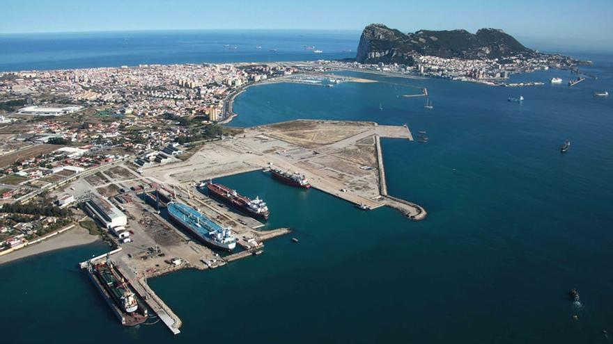 Interior ubica el Centro de Recepción de Inmigrantes en las instalaciones portuarias de Crinavis en San Roque