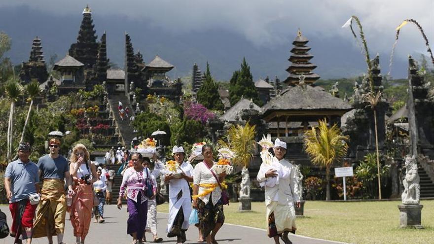 Elevan la alerta del volcán Agung en Bali por segunda vez en cinco días