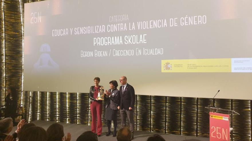 María Chivite, entrega premio a Skolae