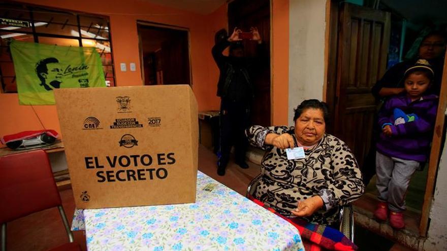 """El """"silencio electoral"""" pone en calma a Ecuador ante decisivos comicios"""