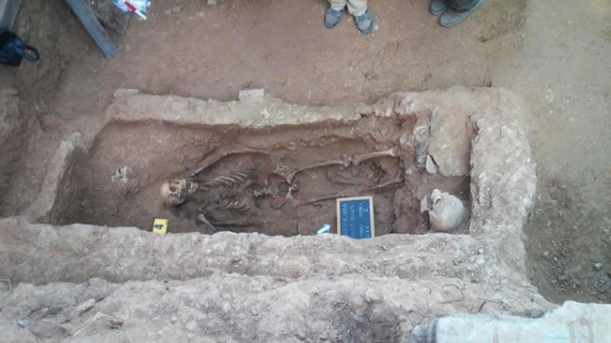 Exhumación en la fosa 1 del cementerio de Guadalajara