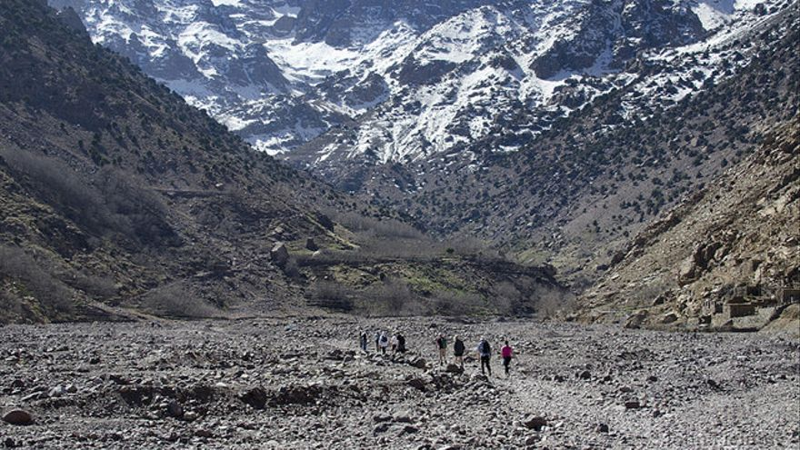 Los primeros kilómetros transcurren por el cauce de un río. John Fielding