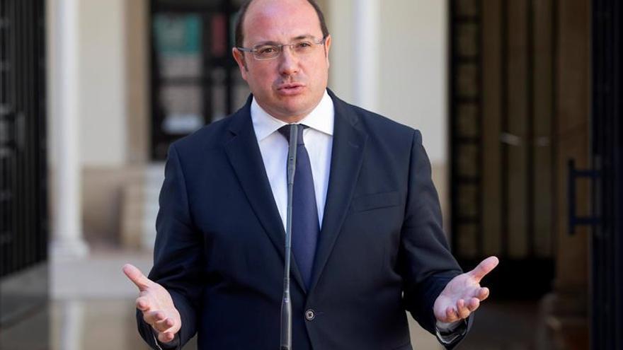 Pedro Antonio Sánchez sobre el pacto de investidura con C's: Yo cumplo lo que firmo