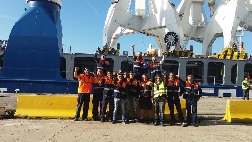 El segundo día de paros en la estiba vuelve a paralizar la actividad del Puerto de Santander