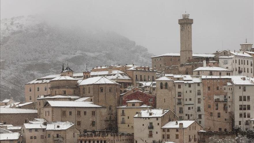 La mayor nevada de los últimos años en Cuenca obliga a llevar cadenas algunas carreteras