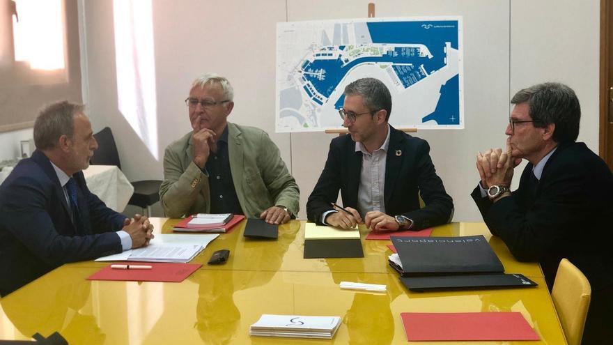 El presidente de puertos del Estado, Salvador de la Encina (izquierda), el alcalde Joan Ribó, el conseller de Obras Públicas, Arcadi España y el presidente de la APV, Aurelio Martínez