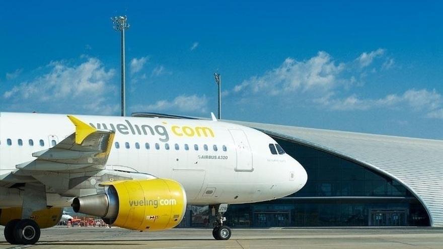(AMP) Vueling operará por la tarde el vuelo a Barcelona a petición del Gobierno de Cantabria