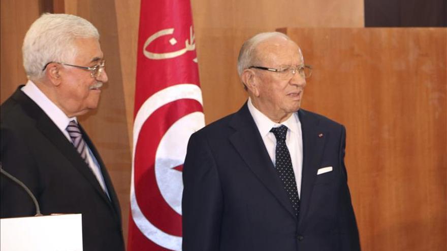 Abas visita Túnez antes de viajar a Roma para reunirse con el papa Francisco