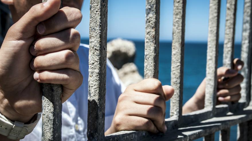 Están encerrados en Melilla sin documentación y obligados a robar o mendigar./J. Blasco de Avellaneda