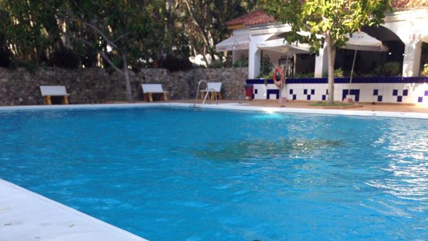 Manuel en la piscina